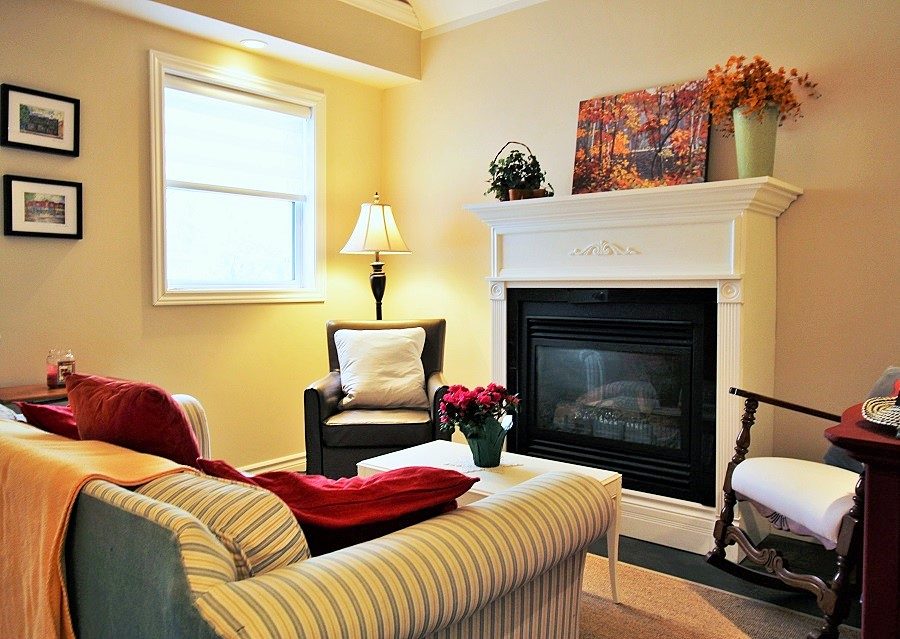 Derby Retreat Living room - Crystal Beach Cottage Rentals (2)