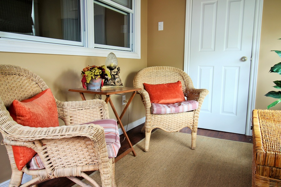 Derby Retreat enclosed Front porch - Crystal Beach Cottage Rentals (900x600)