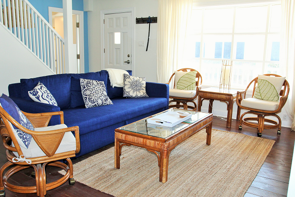 Mi Casa Es Su Casa – Holiday Homes Property Management – Crystal Beach – Living Room 1a (600x400)