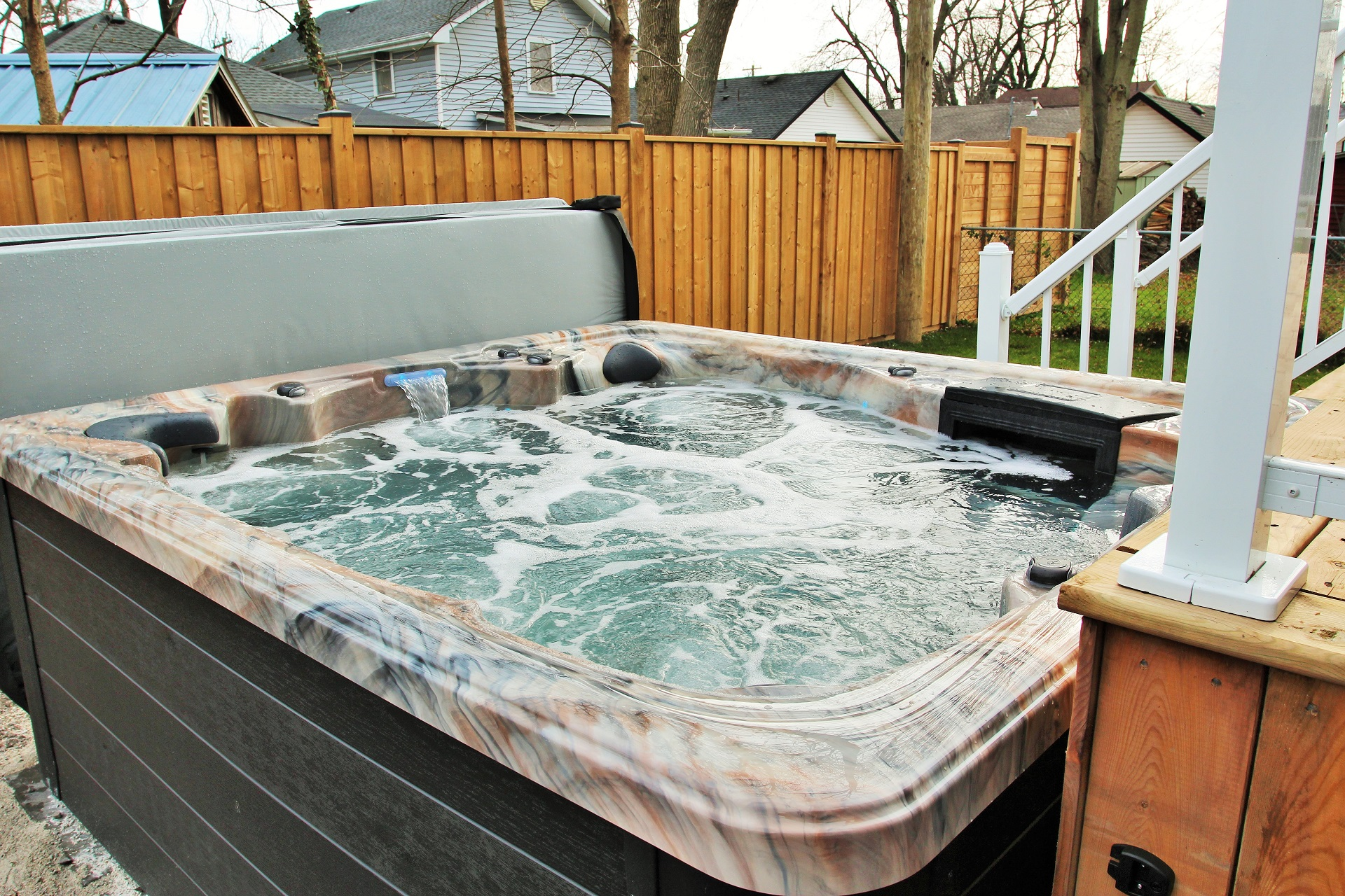 Crystal Clear Cottage-hot tub5-Holiday Homes Property Management-Crystal Beach