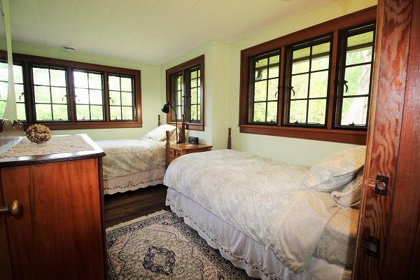 Edgemere Escape-Fort Erie-HolidayHomesPropertyManagement-Bedroom2