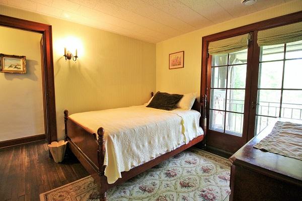 Edgemere Escape-Fort Erie-HolidayHomesPropertyManagement-Bedroom8