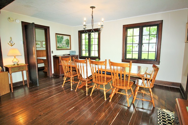 Edgemere Escape-Fort Erie-HolidayHomesPropertyManagement-diningroom