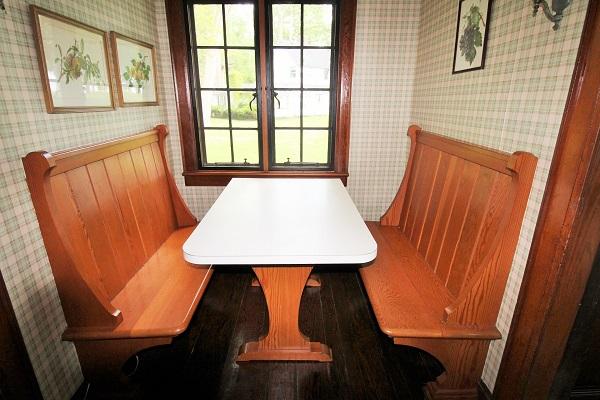 Edgemere Escape-Fort Erie-HolidayHomesPropertyManagement-kitchenbanquet