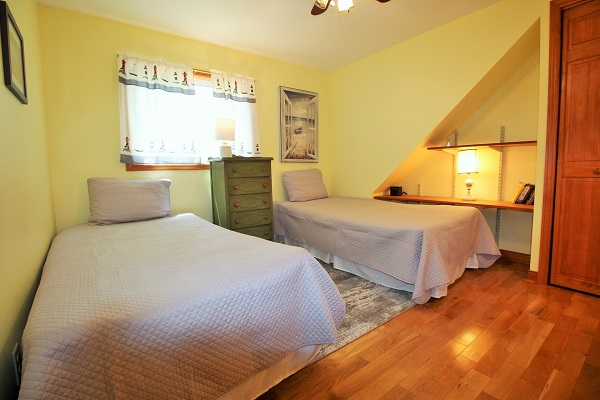 The Coach House-Port Colborne-HolidayHomesPropertyManagement-Bedroom2 (600x400)