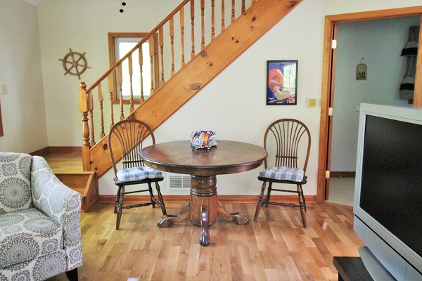 The Coach House-Port Colborne-HolidayHomesPropertyManagement-Gamestable (600x400)