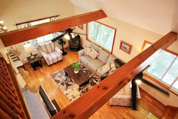 The Coach House-Port Colborne-HolidayHomesPropertyManagement-Livingroom3 (600x400)