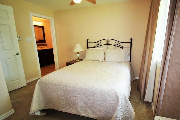 The Elmwood-HolidayHomesPropertyManagement-Crystal Beach ON-bedroom1 (600x400)