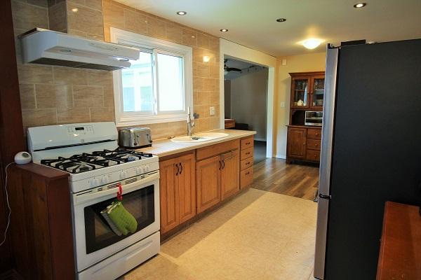The Elmwood-HolidayHomesPropertyManagement-CrystalBeach, Ontario - kitchen (600x400)