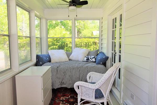 West Wind-enclosed porch-Crystal Beach-HolidayHomesPropertyManagement (600x400)