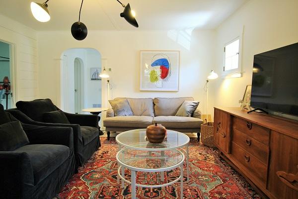 West Wind-livingroom-Crystal Beach-HolidayHomesPropertyManagement (600x400)