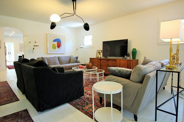 West Wind-livingroom1-Crystal Beach-HolidayHomesPropertyManagement (600x400)