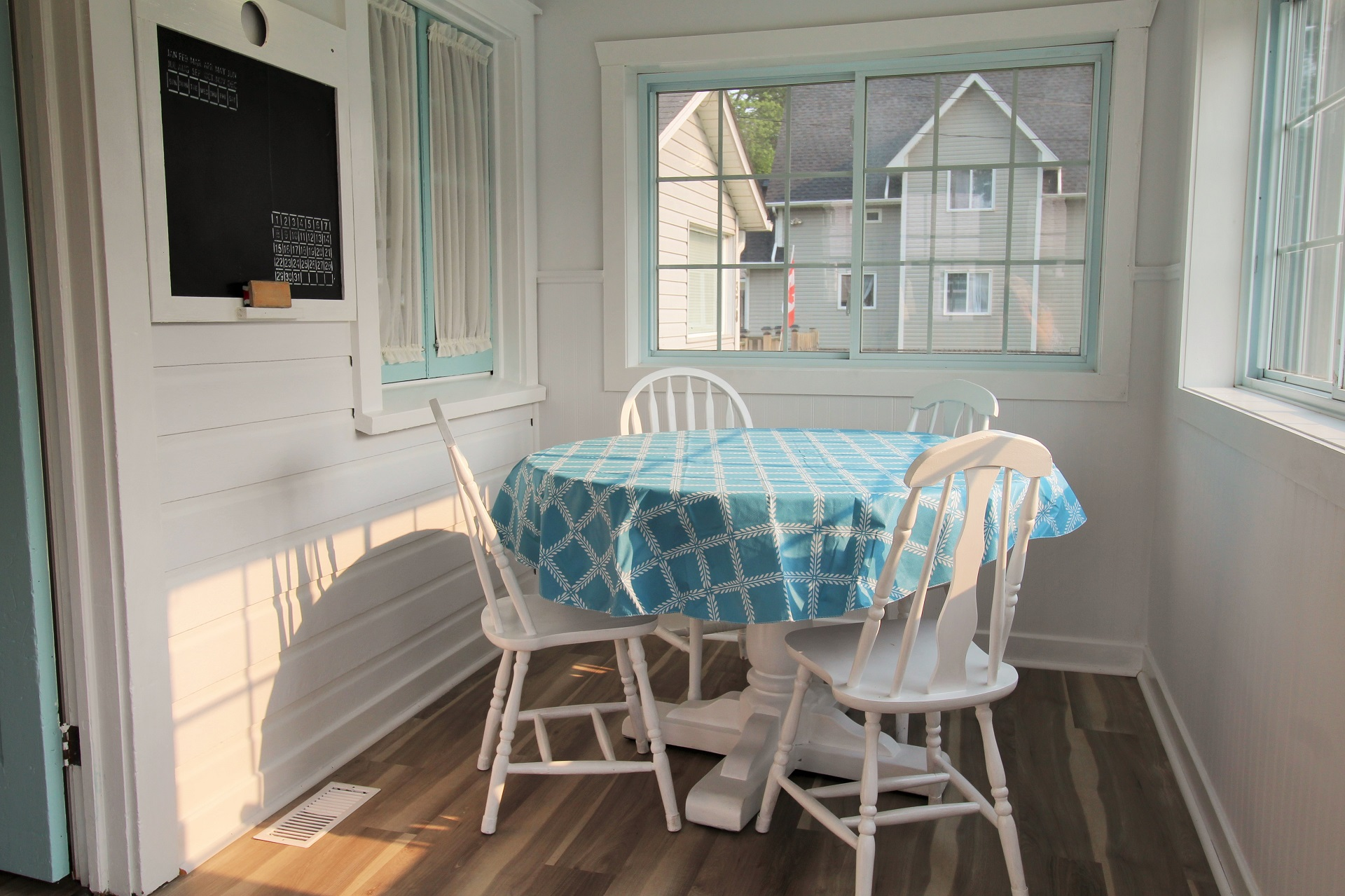 Mary Jane's Haven - Porch dining - Crystal Beach - Holiday Homes Property Management