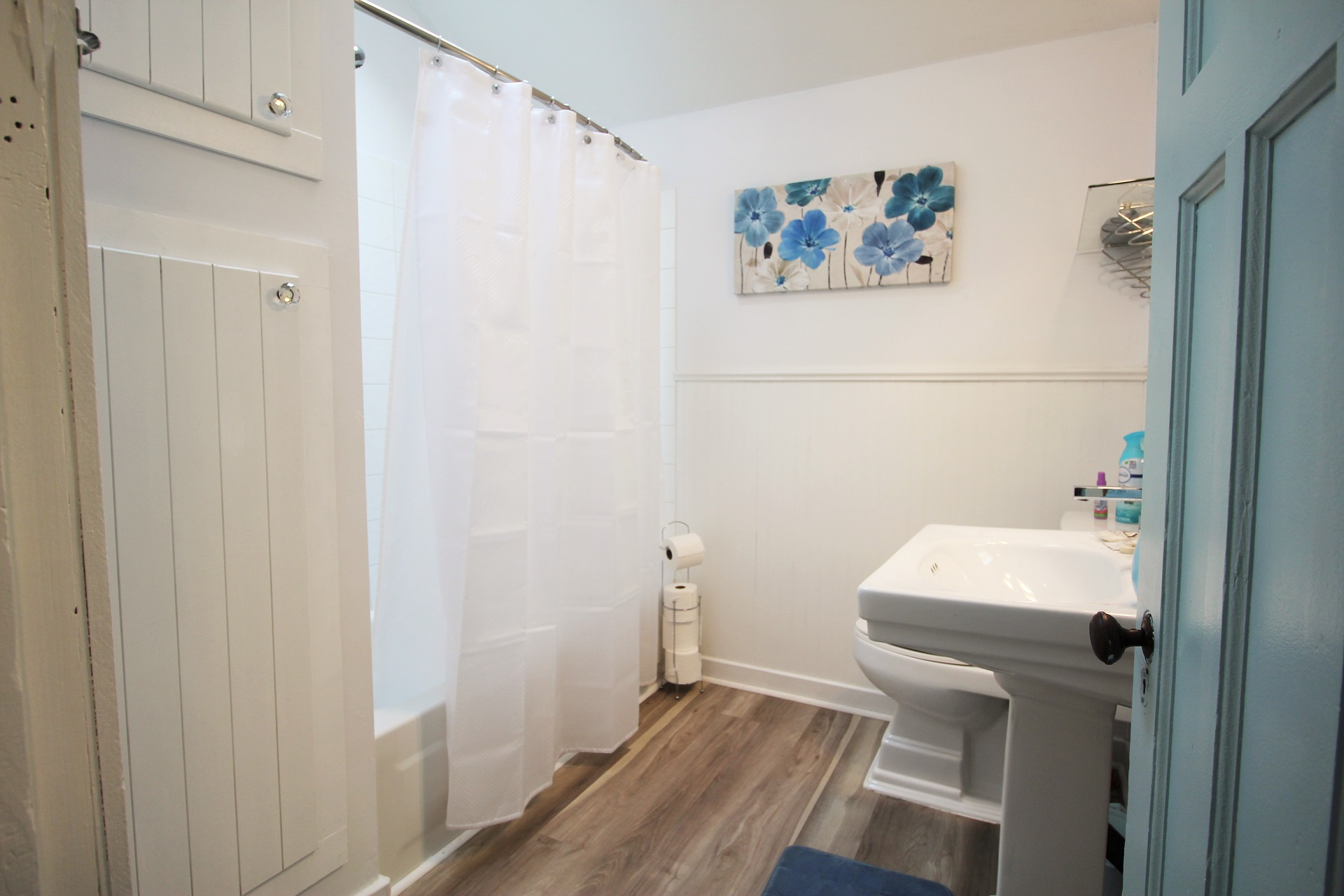 Mary Jane's Haven - bathroom - Crystal Beach - Holiday Homes Property Management