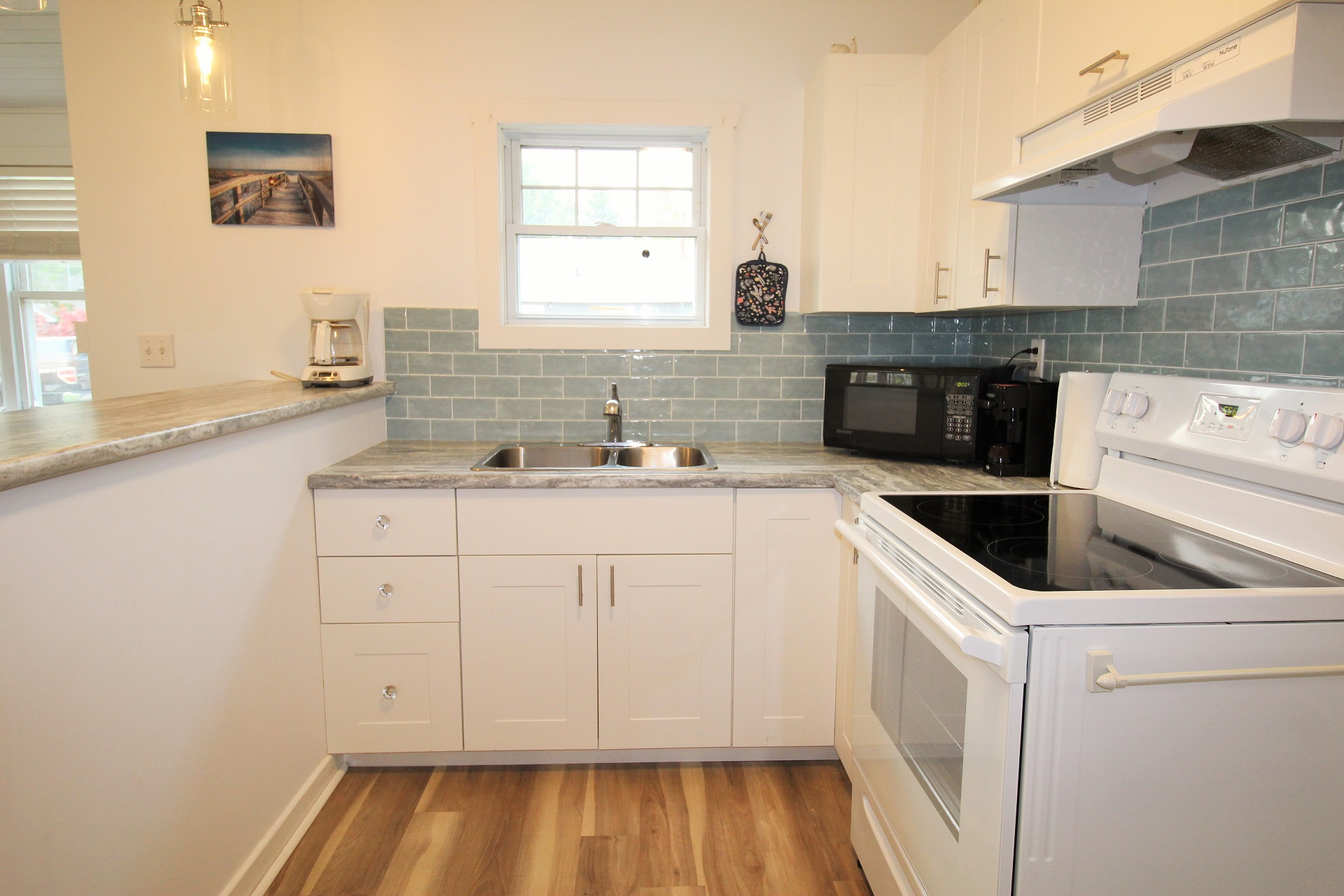 Mary Jane's Haven - kitchen - Crystal Beach - Holiday Homes Property Management