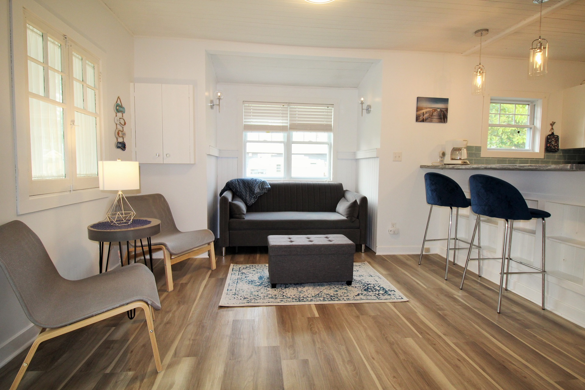 Mary Jane's Haven - living room - Crystal Beach - Holiday Homes Property Management