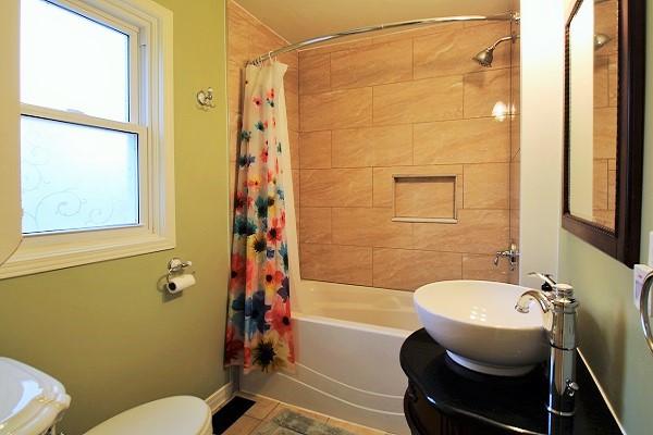 Sandy Shores - Bathroom - Crystal Beach Cottage Rentals (2)