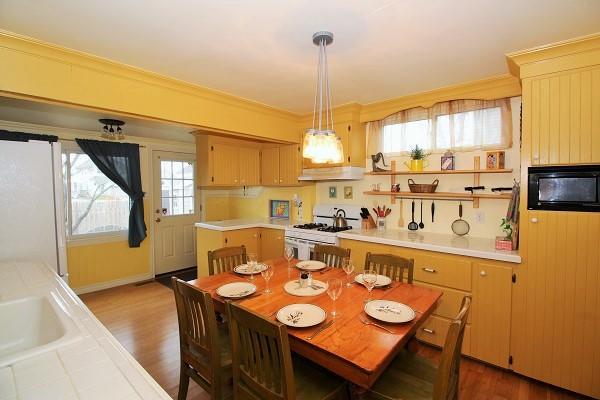 Sandy Shores - Kitchen - Crystal Beach Cottage Rentals (2)