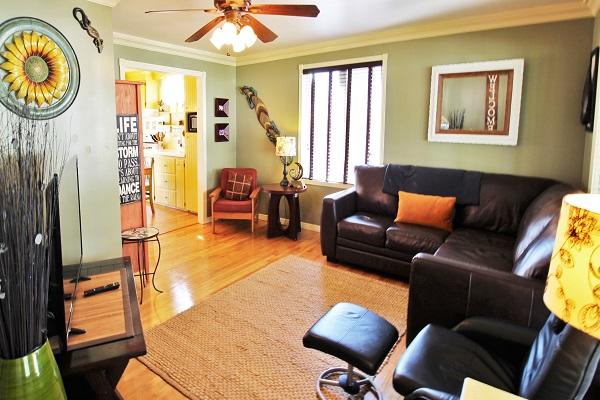 Sandy Shores - Livingroom - Crystal Beach Cottage Rentals