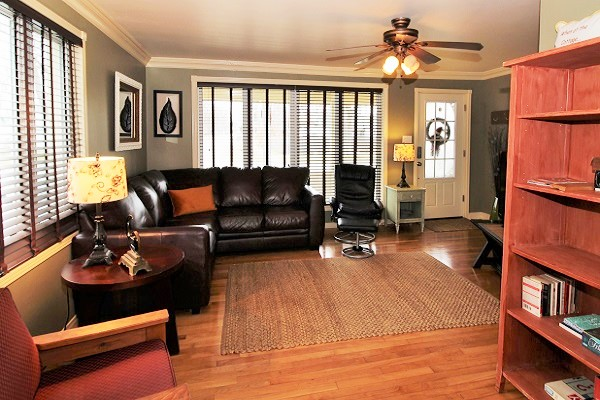 Sandy Shores - Livingroom - Crystal Beach Cottages for Rent (2)