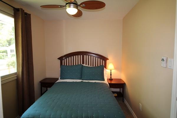 The Elmwood-HolidayHomesPropertyManagement-Crystal Beach-Bedroom 2 (600x400)