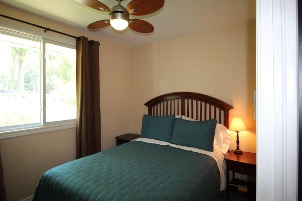 The Elmwood-HolidayHomesPropertyManagement-Crystal Beach-Bedroom 2a (600x400)