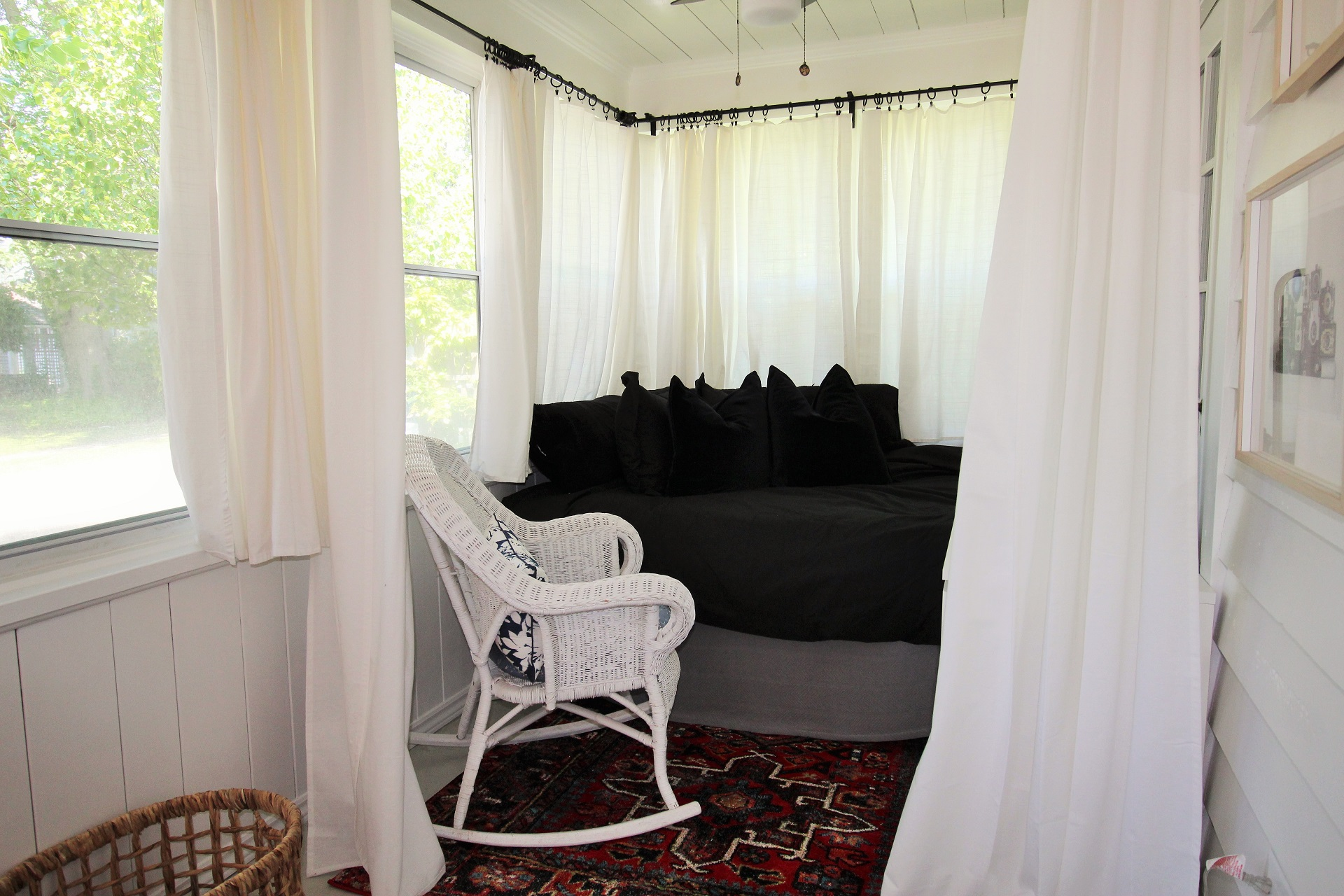 West Wind - enclosed front porch bed - crystal beach, on - holiday homes property management