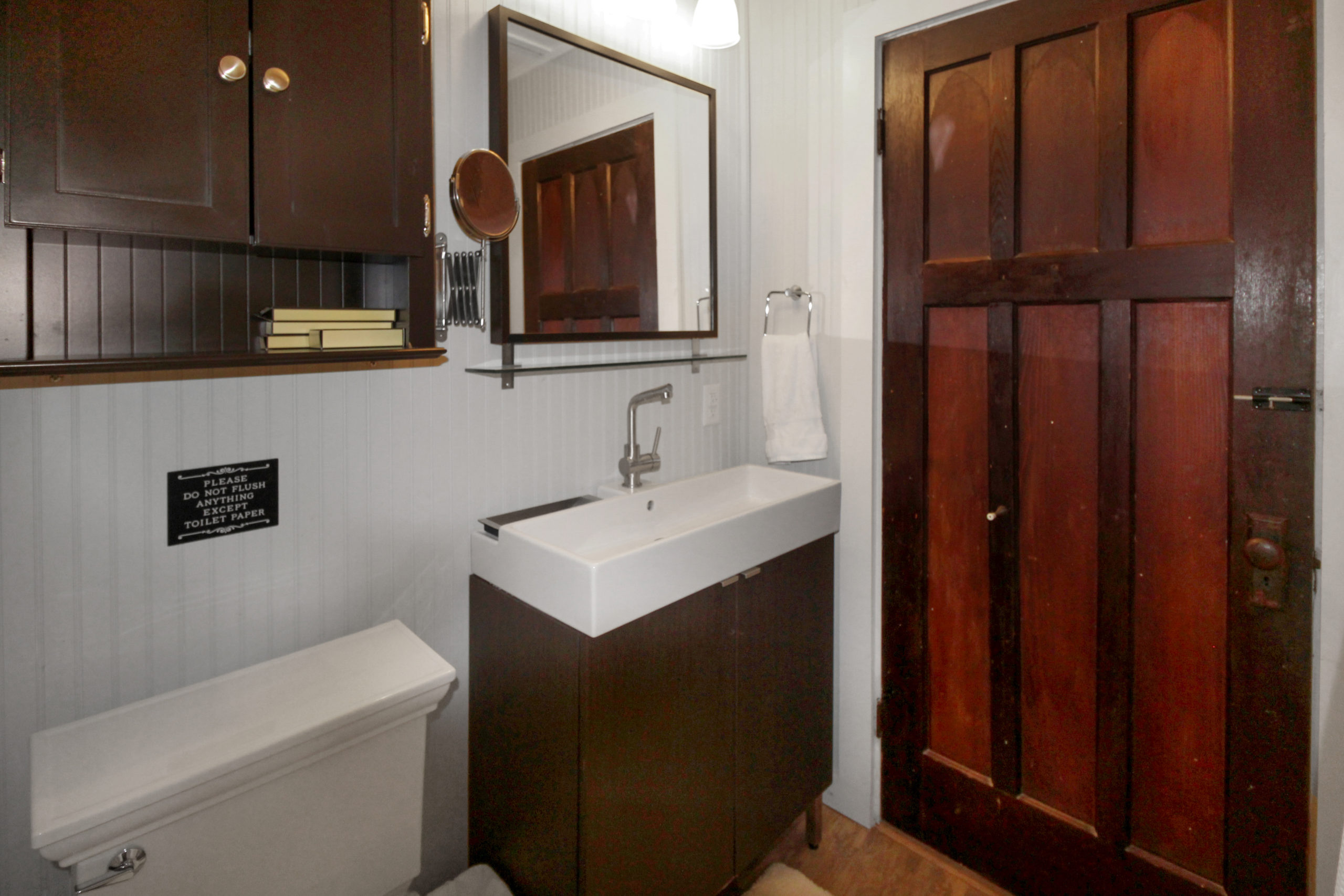 Windpoint Cottage - Waterfront Cottage -Bathroom - Lake Erie - Holiday Homes Property Management