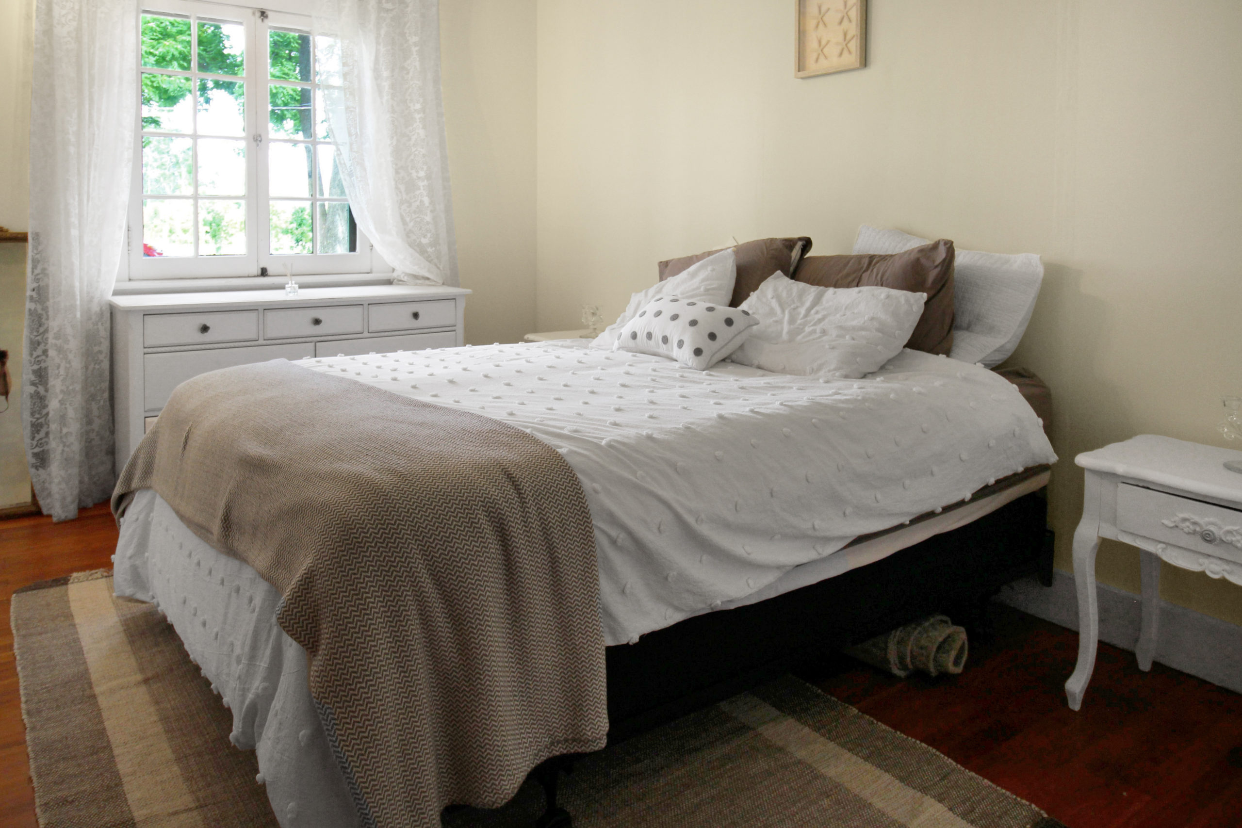 Windpoint Cottage - Waterfront Cottage -Bedroom 1 - Lake Erie - Holiday Homes Property Management