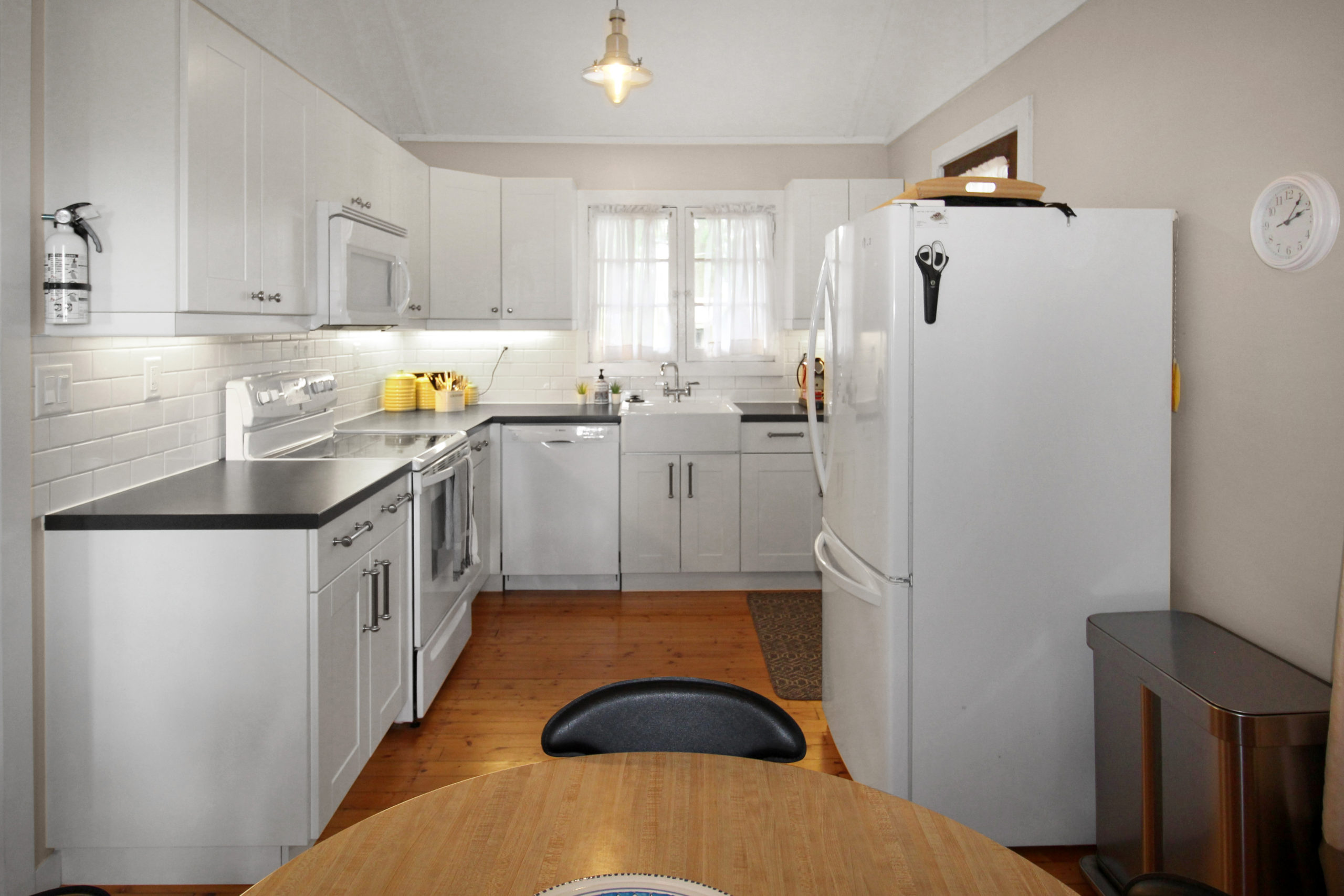 Windpoint Cottage - Waterfront Cottage - Kitchen - Lake Erie - Holiday Homes Property Management