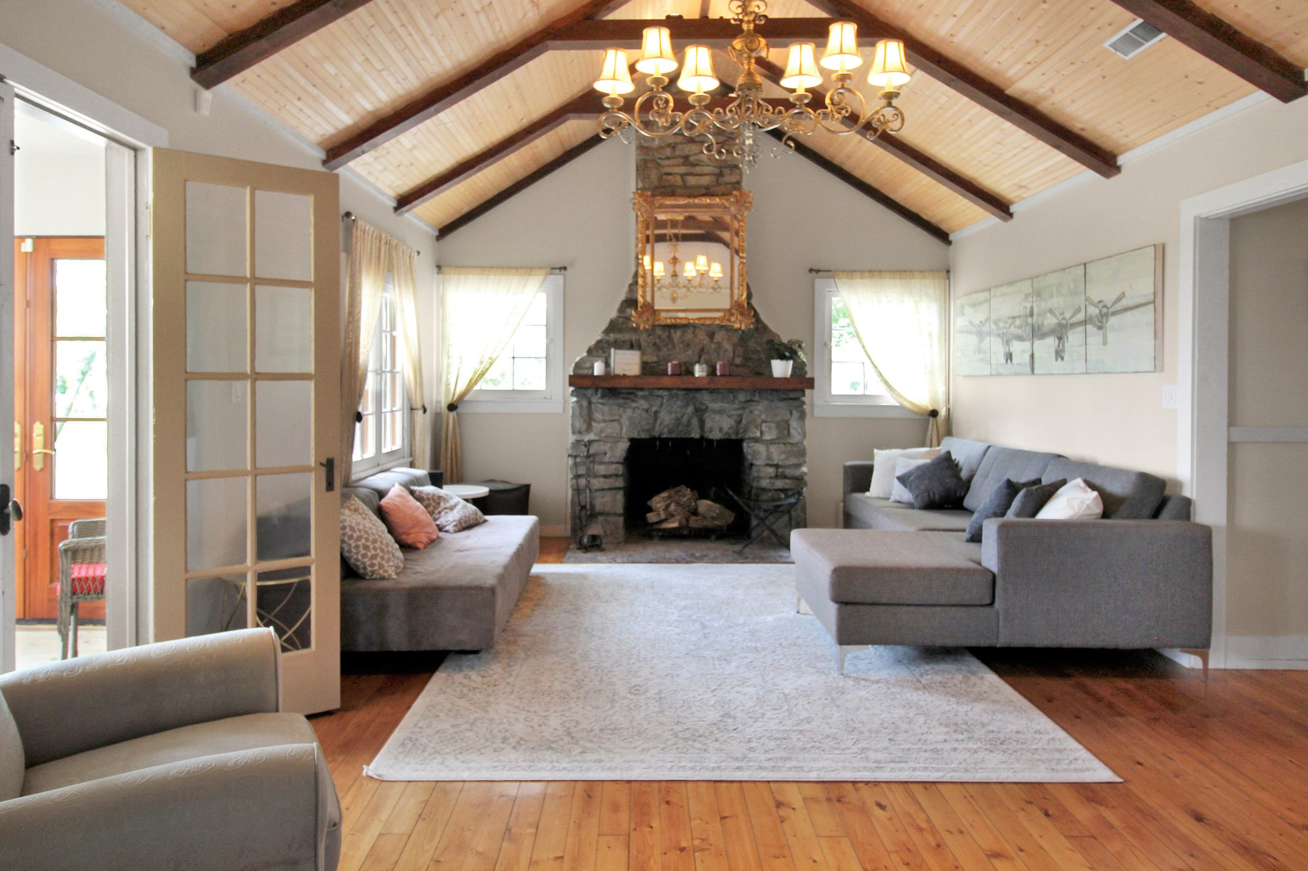 Windpoint Cottage - Waterfront Cottage - Living Room 1 - Lake Erie - Holiday Homes Property Management