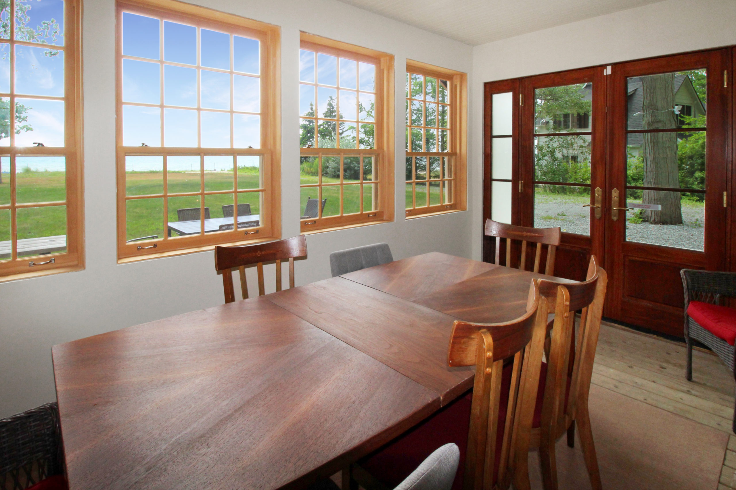 Windpoint Cottage - Waterfront Cottage - Sun Room - Lake Erie - Holiday Homes Property Management