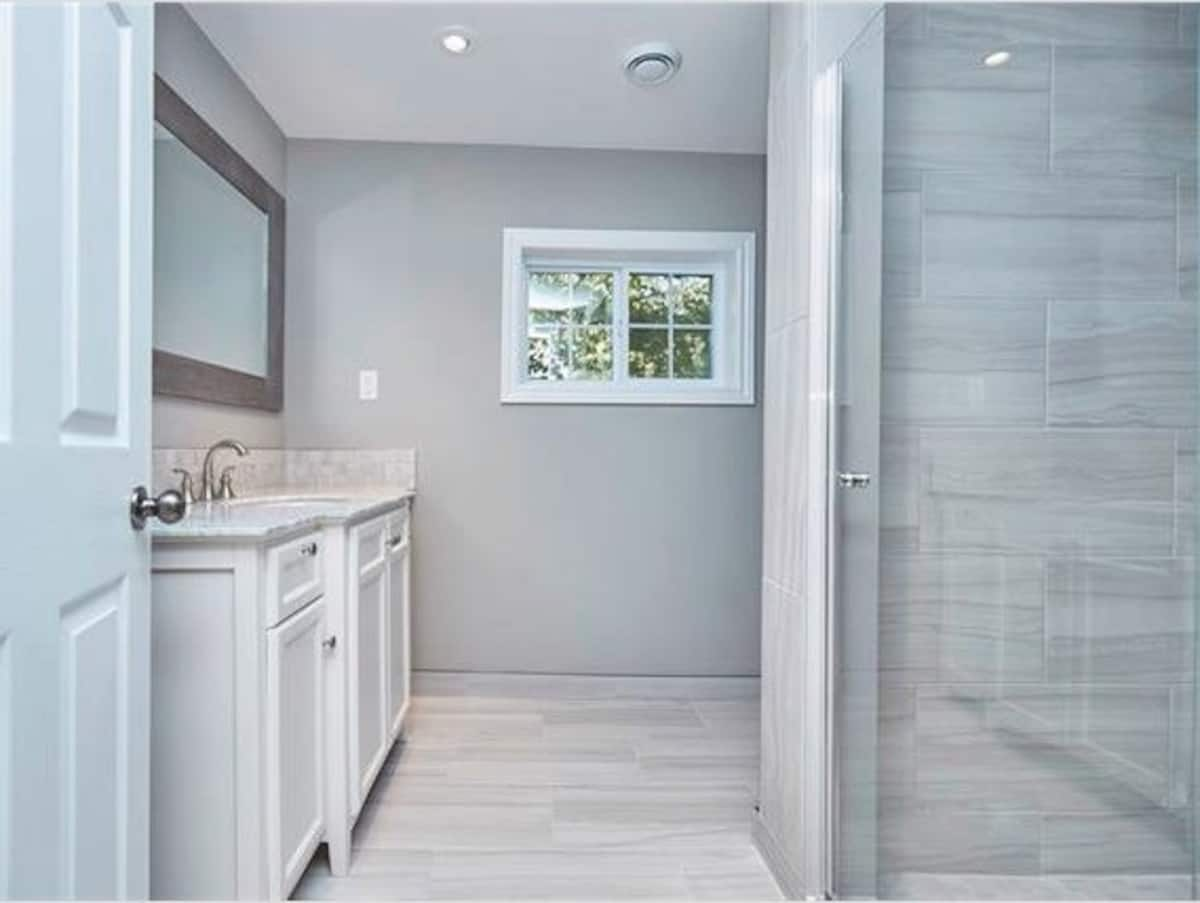 Home Away From Home-Bathroom-Holiday Homes Property Management-Crystal Beach ON